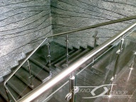 Лестничное ограждение из стекла на стойках со стеклом