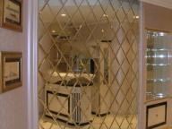 Зеркальное панно в гостиной - 2