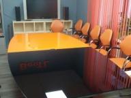 Стеклянный стол переговорный