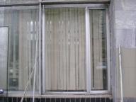 Стеклянная витрина перед заменой