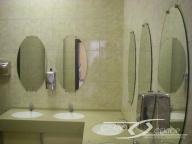 Зеркала оавальные в санузле
