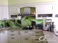 Фартук из стекла на кухне
